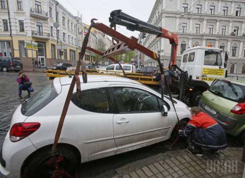 Кабмін затвердить порядок затримання авто за порушення правил паркування