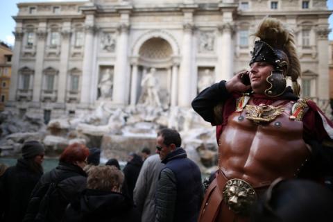 Кінець фото із гладіаторами і купання у фонтанах: У Римі ввели нові штрафи