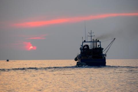 Російські прикордонники затримали в Азовському морі український рибальський катер
