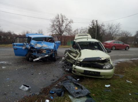На Запоріжжі зіткнулися два легковики ВАЗ: двоє загиблих і троє постраждалих