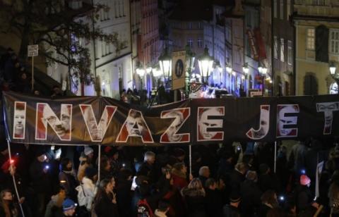"""""""Ми не Росія"""": у Празі тисячі людей вимагали відставки прем'єра"""