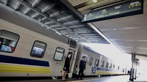 Укрзалізниця запускає новий безпересадочний вагон з України до Польщі