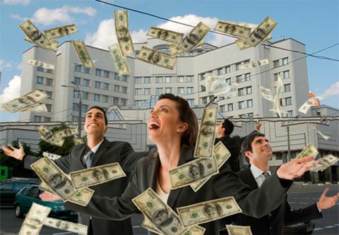 КС повернув суддям 15 мінімальних зарплат та заборонив позбавляти доплат (рішення)