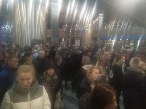 На залізничному вокзалі в Києві величезні черги через збої системи