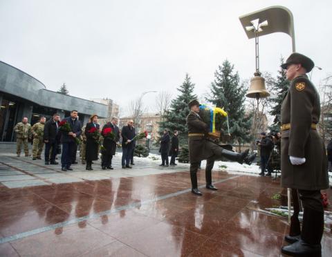 Президент разом з дружиною вшанували пам'ять загиблих українських воїнів