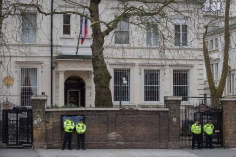 Британська розвідка встановила стеження за пересуванням автівок російських дипломатів, – ЗМІ