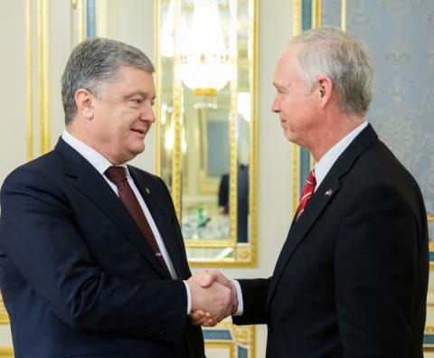 Керченська криза: Порошенко обговорив звільнення полонених моряків із сенатором США
