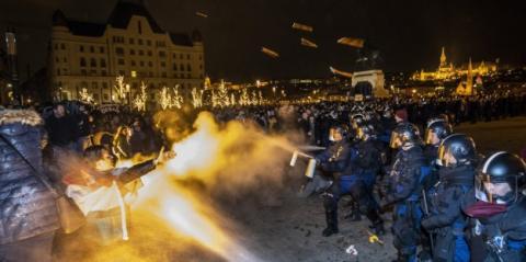 У Будапешті протестували проти змін у трудовому кодексі, поліція застосувала сльозогінний газ
