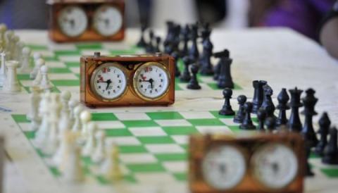 На чемпіонатах України з шахів серед жінок і чоловіків зіграно по п'ять турів