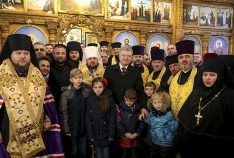На молебні у Дніпрі, де був Порошенко та Епіфаній, помітили кримінального авторитета, – Бутусов