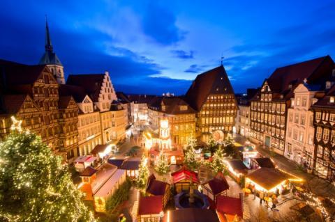 Різдвяні ярмарки: як одягнулись у казку міста світу під час свят