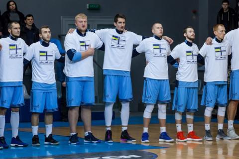 Фотофакт: Баскетболісти «Дніпра» у грі Суперліги підтримали українських моряків
