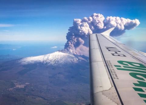 На Сицилії частково закрили повітряний простір через викид попелу вулканом Етна