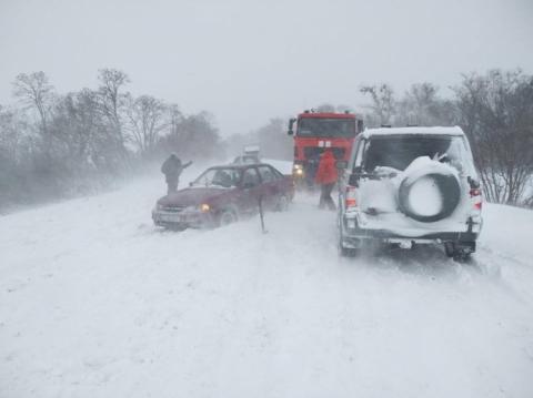 Негода лютує: Полтавщина закрита на в'їзд, знеструмлено сотні населених пунктів