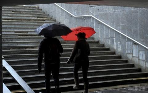 Найближчої доби в Україні не по-зимовому дощитиме