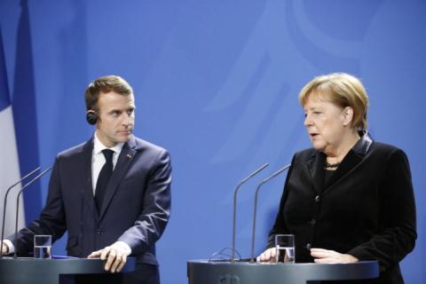 Меркель і Макрон виступили із заявою щодо українських моряків, захоплених РФ