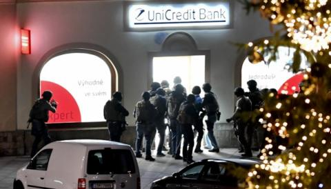 У Чехії невідомий захопив заручників у банку