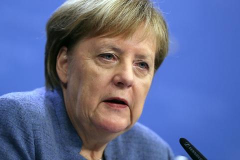 Меркель у телефонній розмові з Путіним закликала його звільнити українських моряків