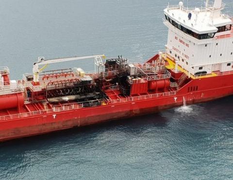 Нафтовий танкер загорівся і сів на мілину біля узбережжя Кіпру