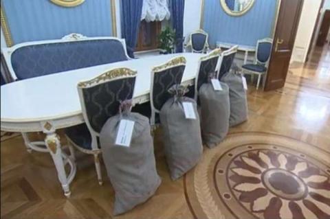 Лукашенко подарував Путіну чотири мішки картоплі «з президентського городу»