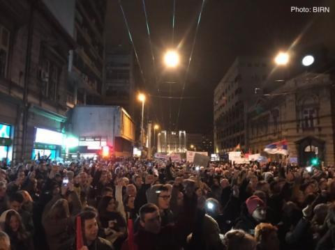 У Белграді тисячі людей вийшли на протести проти президента Сербії