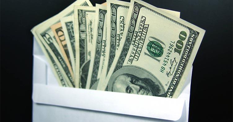 Суддя не розуміє, звідки в кишені її куртки взяли 300 доларів у конверті »МІА Вектор Ньюз