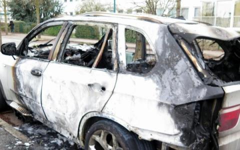 Новорічна ніч у Франції – зросла кількість арештів та підпалів автомобілів