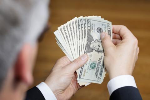 У 2018 році українці з-за кордону переказали близько $11 млрд – Росія друга
