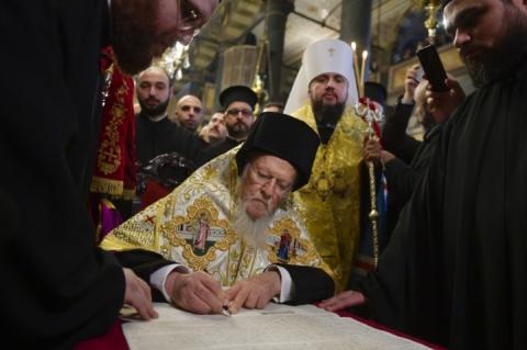 Томос для України: коли і де українці зможуть побачити історичний документ