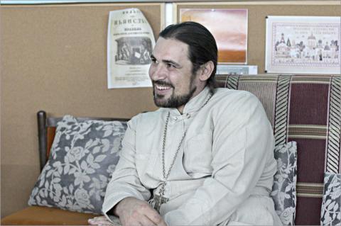 Християнське «милосердя»: у Вінниці священник УПЦ МП скинув купол з храму на знак «протесту»