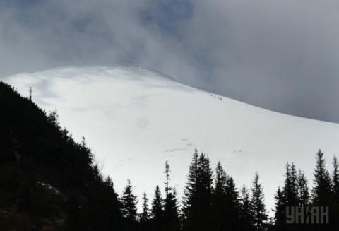 Надзвичайники попереджають про сходження лавин у Карпатах