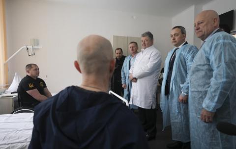 Немає важливіших пріоритетів для держави, ніж воїни і ветерани - Президент відвідав ветеранів, які проходять реабілітацію після поранень