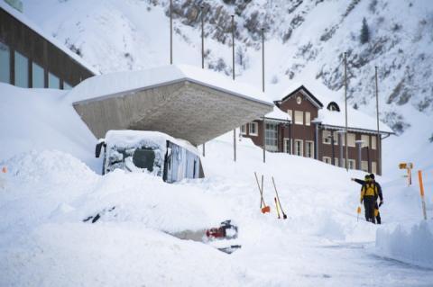 На готель у Швейцарії зійшла снігова лавина, є постраждалі