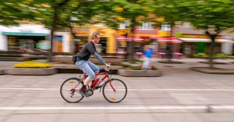 Суд заборонив штрафувати велосипедистів без шоломів