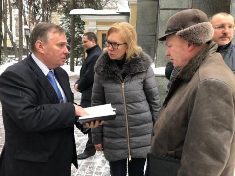 Денисова прибула до Москви для вирішення питань полонених моряків