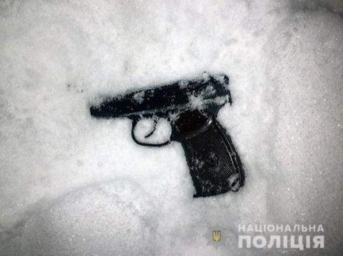 Чоловік обстріляв двері школи у Києві