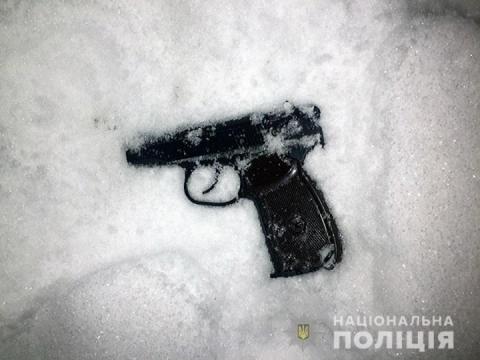 У Києві чоловік стріляв у двері школи