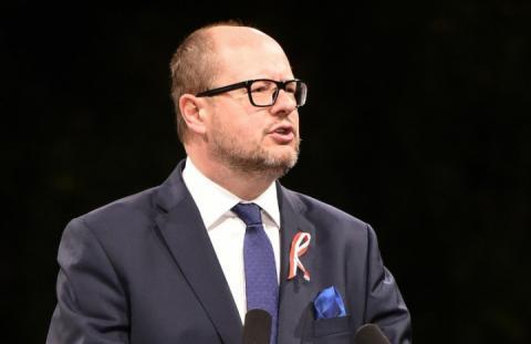 У Польщі помер мер Гданська, на якого вчора напали з ножем