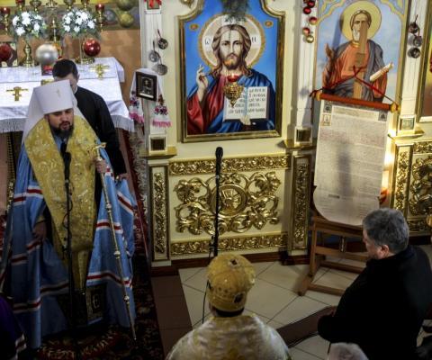 Томос та єдина церква є духовним фундаментом державотворення – Президент під час подячного молебня у Свято-Миколаївському Храмі Борисполя