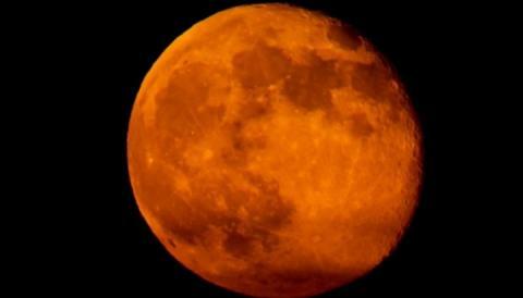 Під ранок понеділка відбудеться затемнення «кривавого» Супермісяця