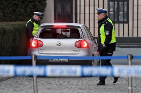 У Варшаві чоловік на Фольксвагені намагався протаранити ворота президентського палацу