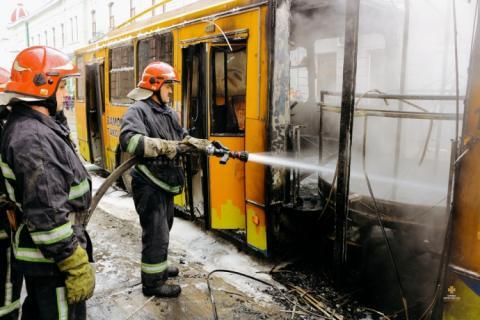 Тролейбус спалахнув на ходу в центрі Тернополя
