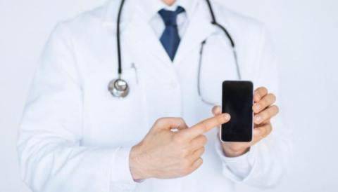 Спалах грипу та кору: Чи справді виклики додому не обслуговують сімейні лікарі та «швидка»?