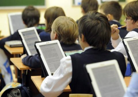Українські школи забезпечать не лише паперовими підручниками, а й електронними, – Міносвіти