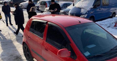 Невідомі обстріляли автомобіль адвоката