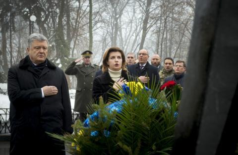 Президент разом з дружиною вшанували пам'ять Героїв Крут