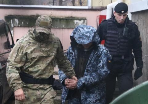 Росія почала допитувати військовополонених моряків