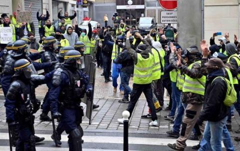 Кількість затриманих «жовтих жилетів» у Парижі зросла до 30