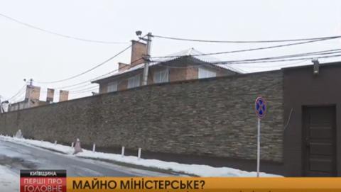 Після втечі Захарченка його маєток під Києвом цілодобово патрулюють охоронці