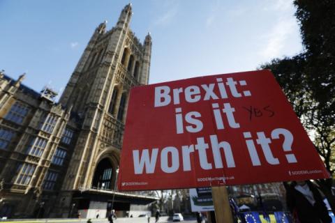Уряд Британії таємно обговорює перенесення Brexit на вісім тижнів, – ЗМІ